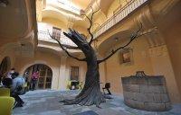 Strom  pro výstavu  Tim Burton a jeho svět